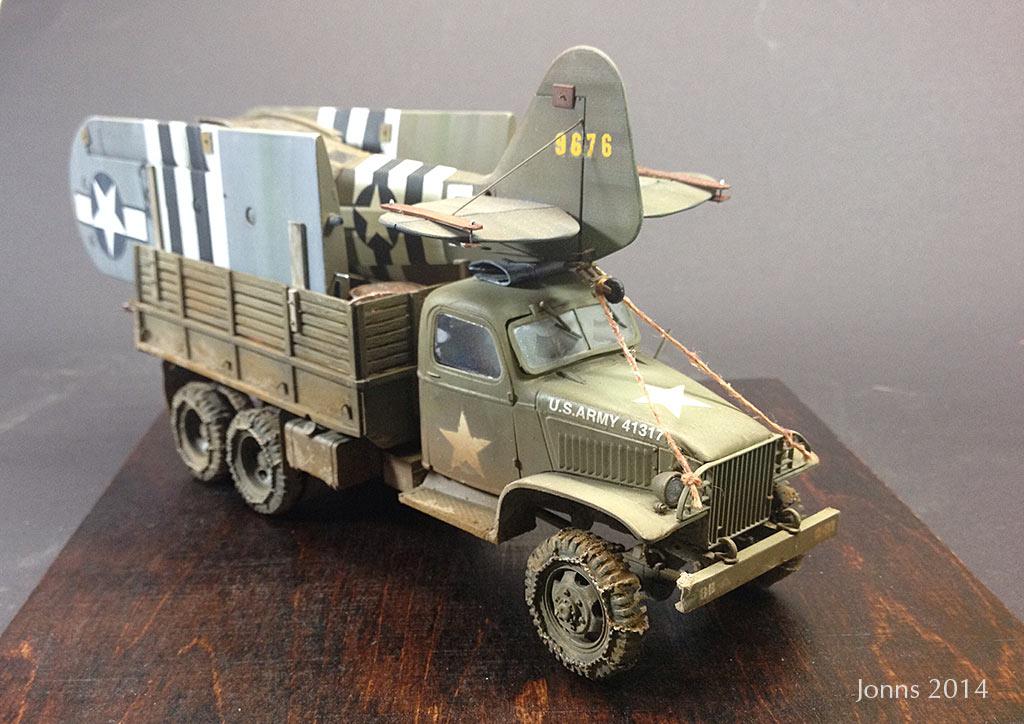 GMC CCKW-352 mit Piper L-4 Grasshopper